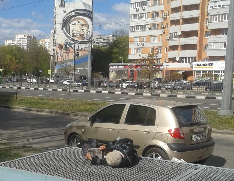 Весна шагает по улицам опустевшего центра Харькова. ФОТО
