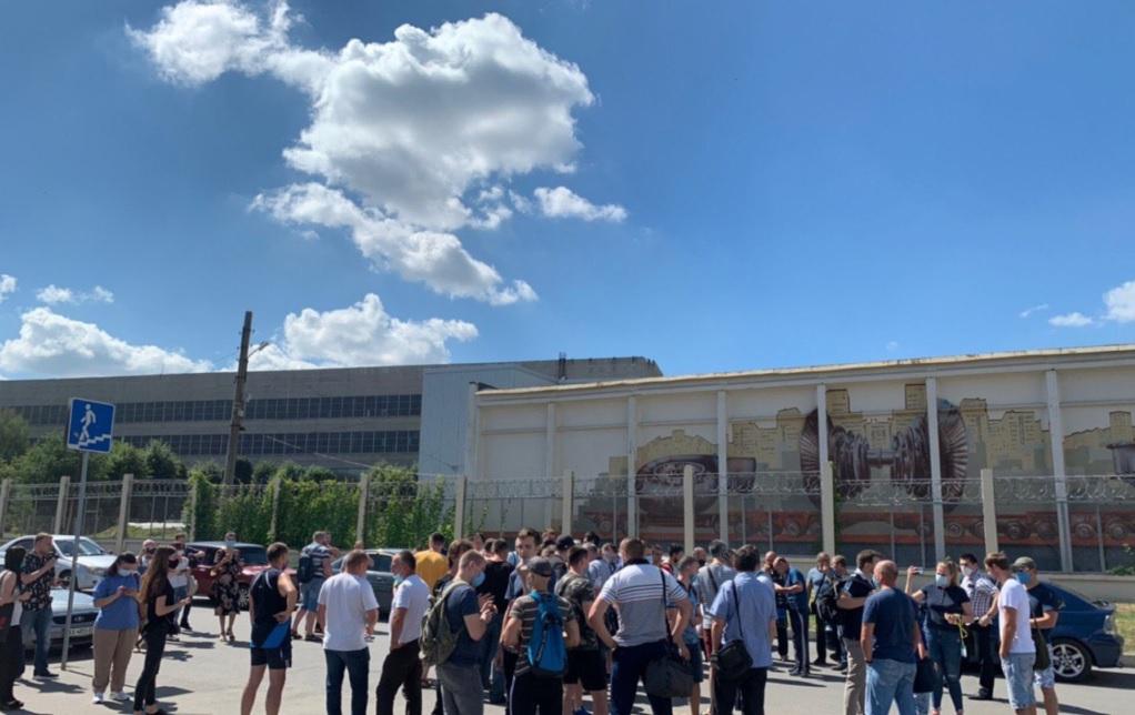 Машинисты Харьковского метрополитена вышли требовать задолженное с марта