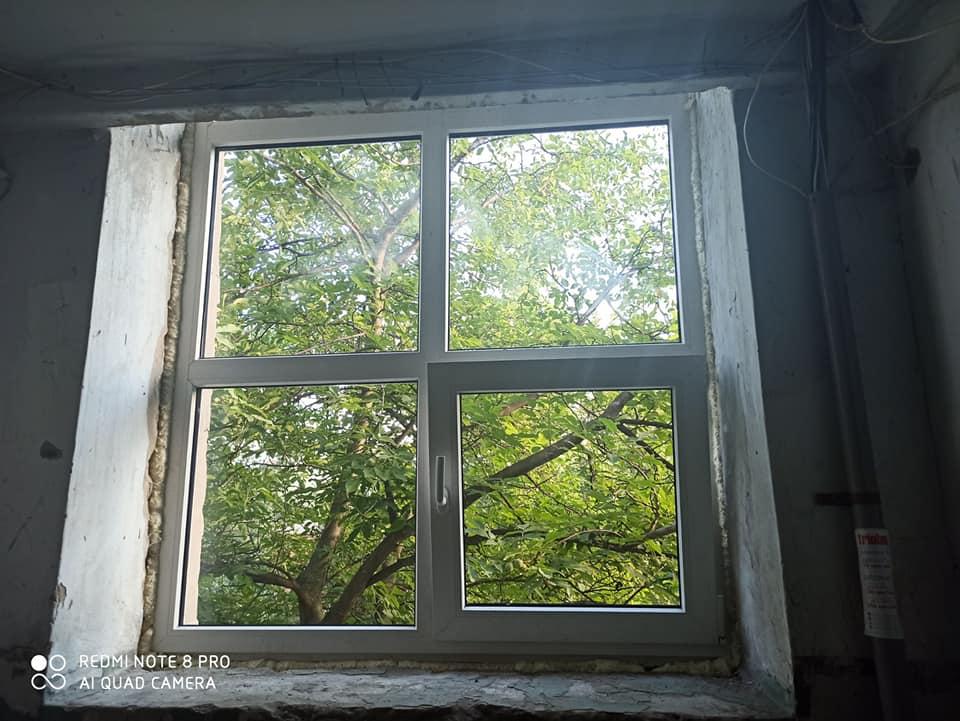 После публикации фотографий обветшалого харьковского подъезда его начали ремонтировать