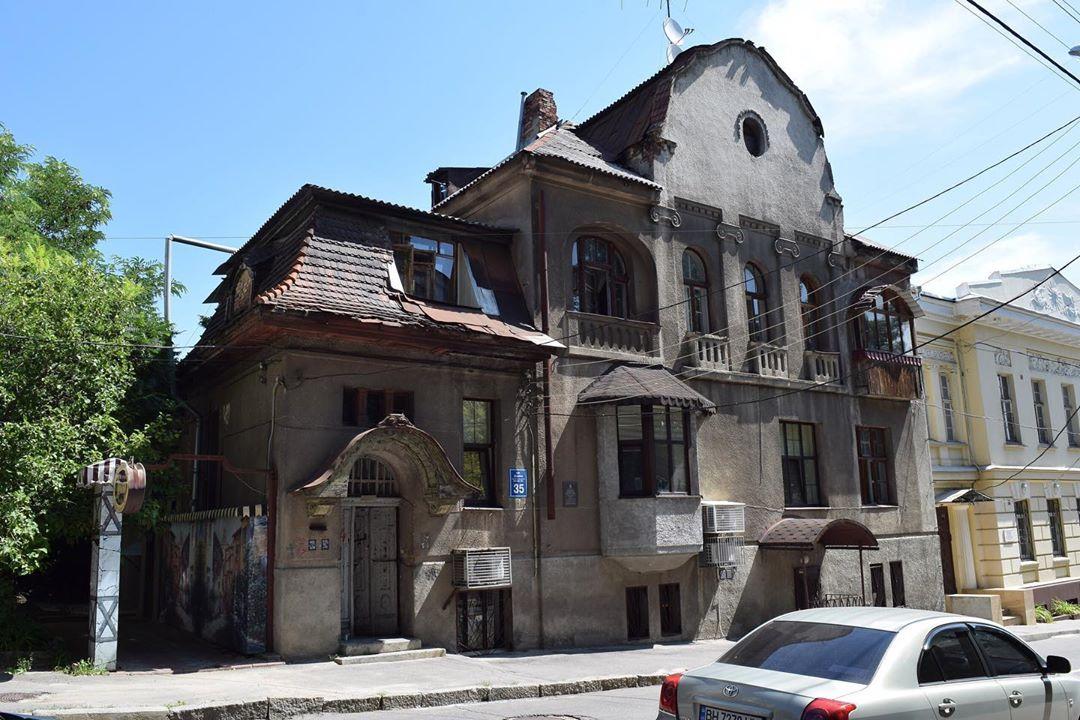 В вековом доме близ Пушкинской инициативная группа отреставрировала архитектурное наследие