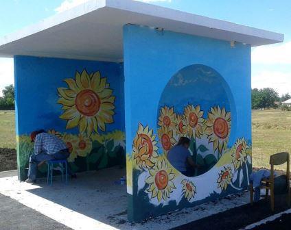 «Розфарбуй автобусну зупинку». Харківською областю шириться яскравий флешмоб