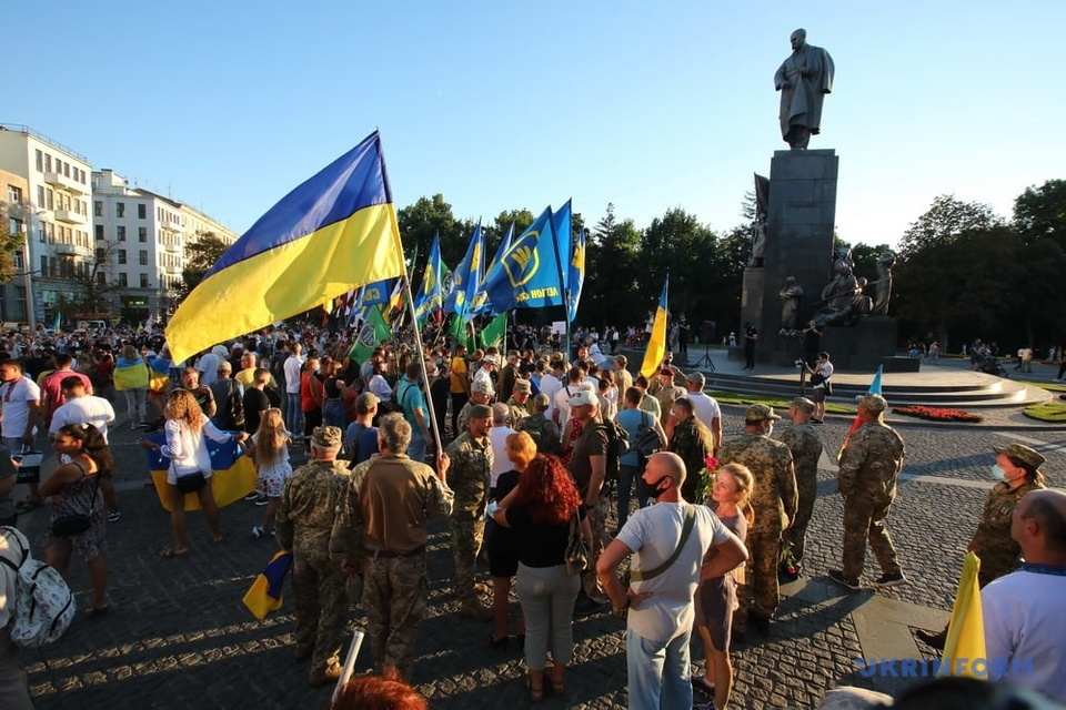 «Ватный маньяк» в Харькове обливает кислотой авто с украинской символикой
