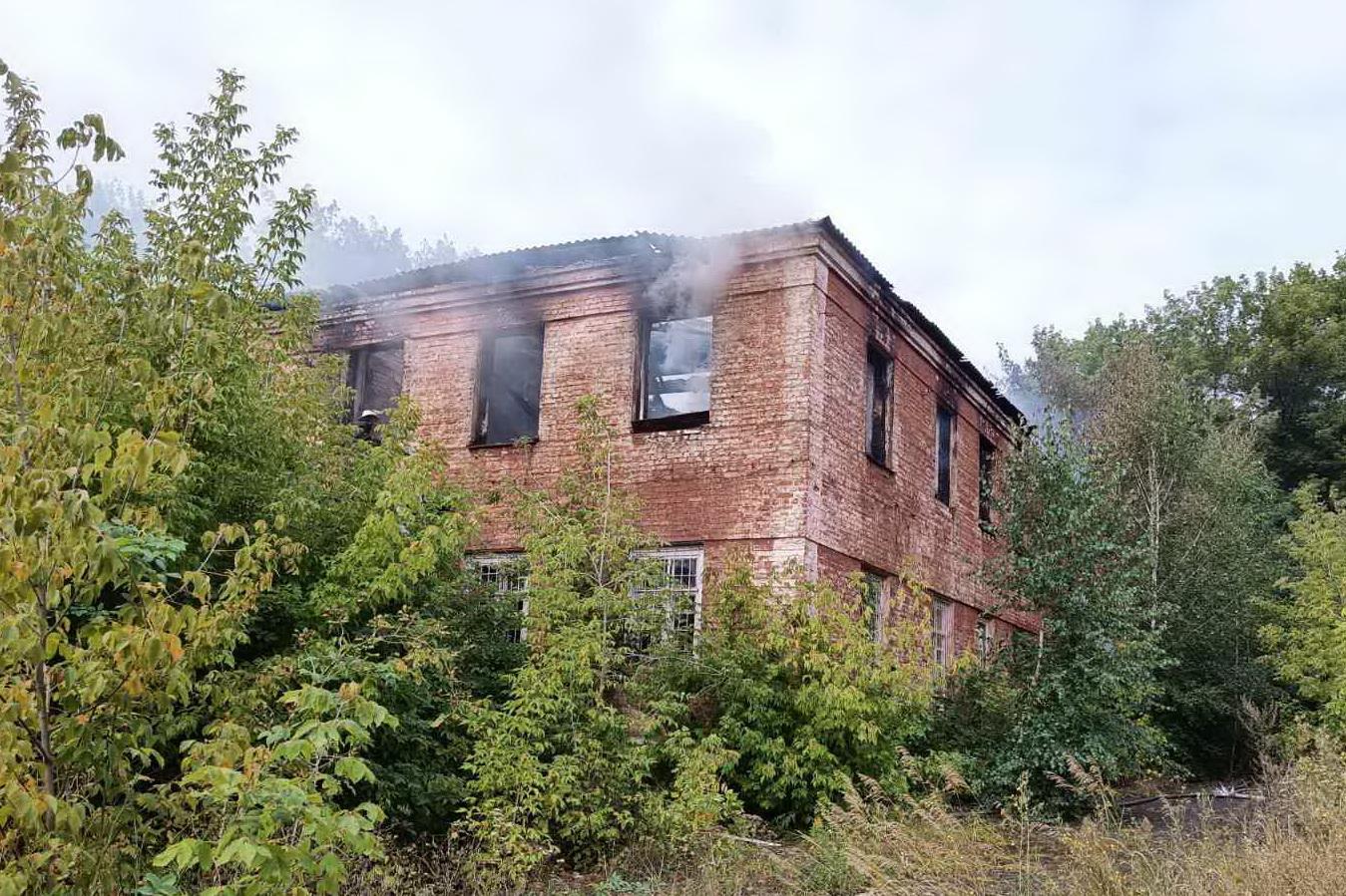 Историческую заброшку в Киевском районе уничтожили зажигательной смесью