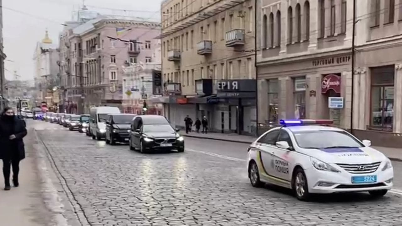 Траур с перерывом на праздники. Как успешный Харьков прощался со своим хозяином