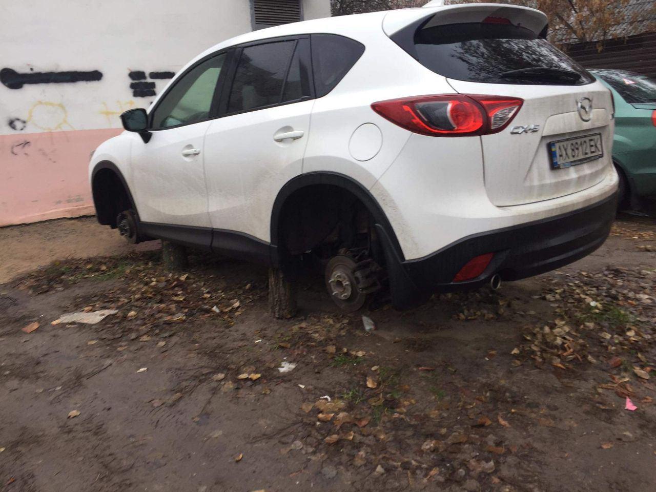 Кислотный автомобильный вандализм снова в харьковских дворах