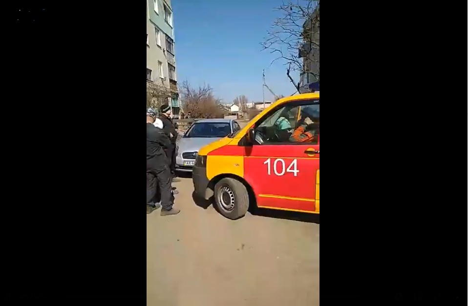 Аварийную машину «Харьковгаза» взяли в блокаду после отключения многоквартирного дома