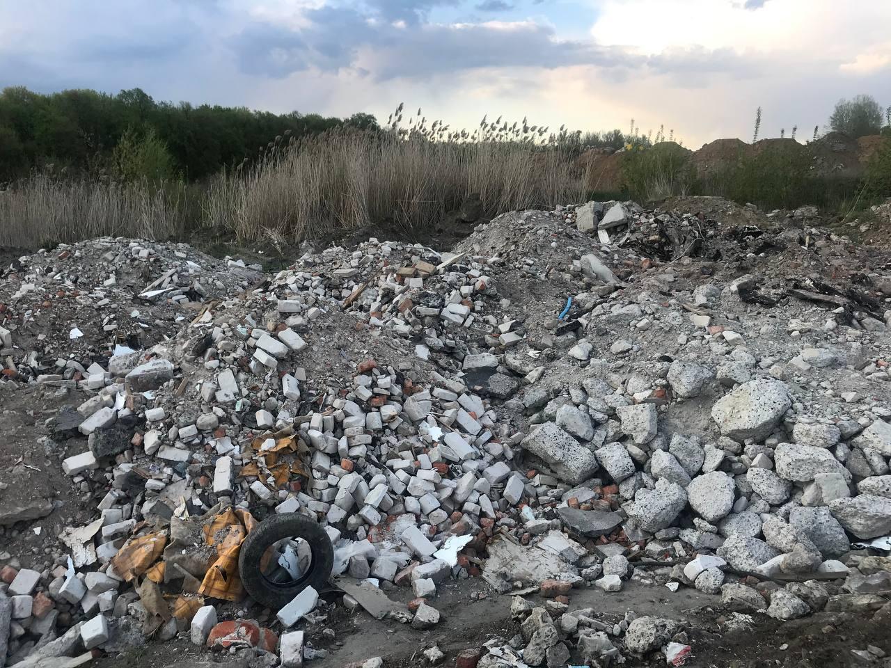 Журавлевский гидропарк превращается в свалку для мусора с харьковских строек