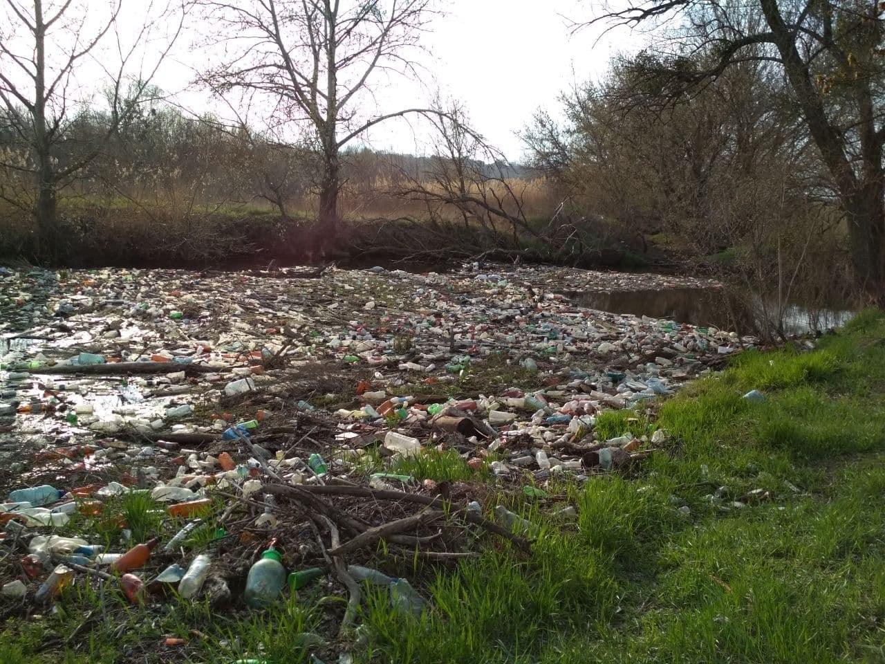 Началась общественная расчистка острова из пластика под Харьковом (обновляется)